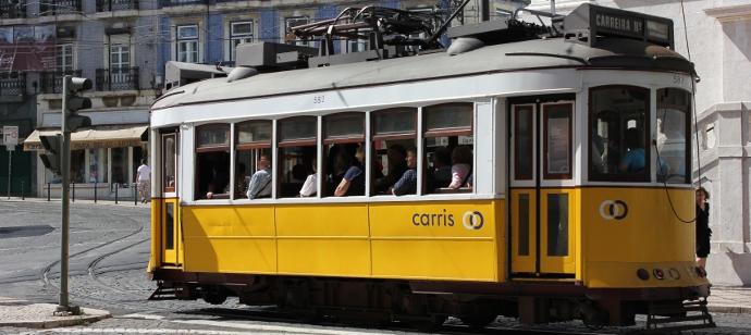 Electrico amarelo em Lisboa