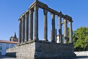 Evora_roman-temple_daylight